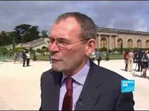 US artist Jeff Koons fêted in Versailles