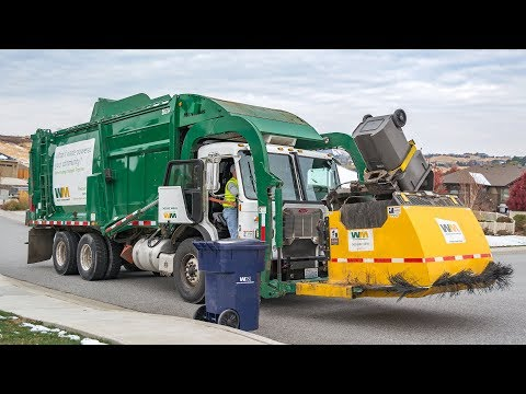 Peterbilt 320 - McNeilus Meridian Garbage Truck w/ The Curotto-Can