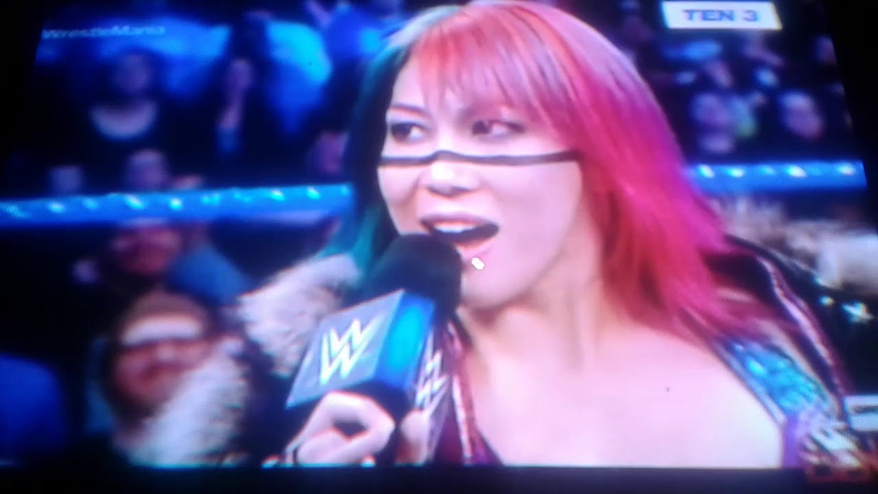 WWE GIRLS VS BOYS..