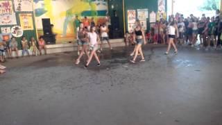Мокрая девочка(Quest Pistols Show – Мокрая (feat. MONATIK)