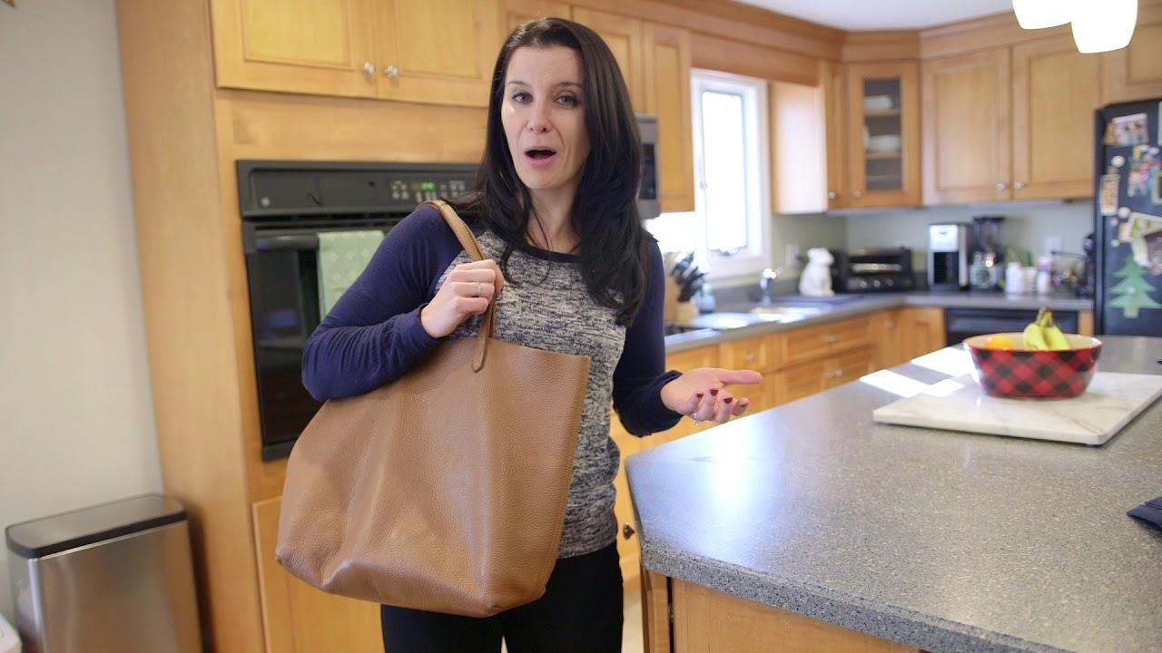 86ed4dcdd4fdf Cuyana Classic Leather Tote Review - YouTube