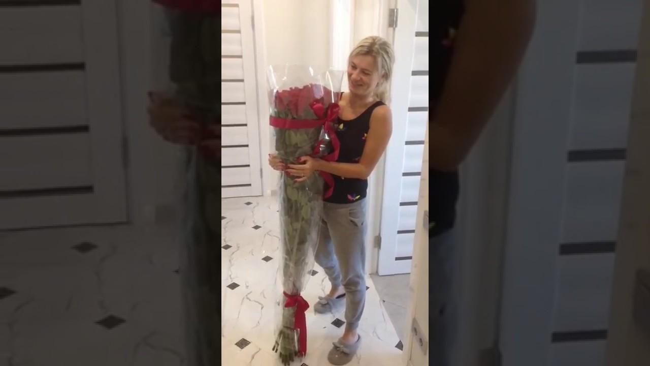 101 роза купить с доставкой в москве дешево. Заказать букет из 101 розы недорого для девушки. Оплата картой онлайн, paypal, я. Деньги, qiwi, наличными. ☏ 8 (800) 555-26-40.