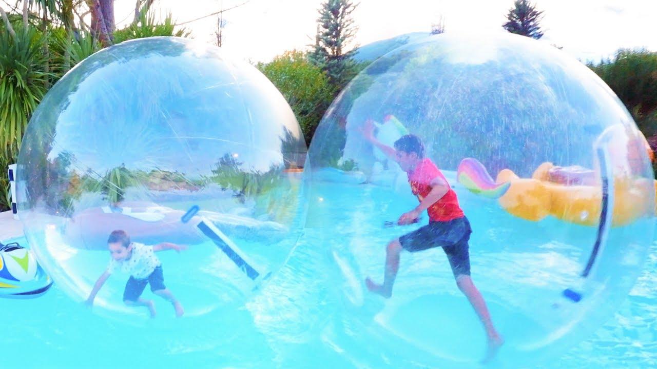 d fi piscine marcher sur l eau dans des bulles g antes