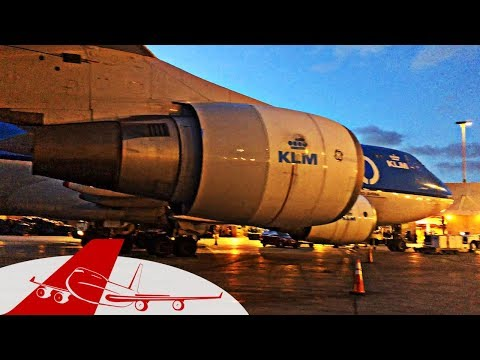 Boeing 747 Night