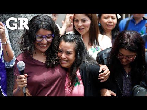 Libra salvadoreña cárcel por aborto