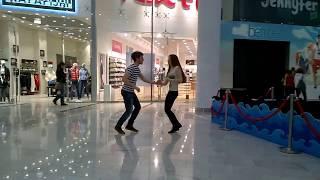 Танцевальный флэшмоб в киевском ТРЦ Океан Плаза(Иногда в Океан Плазе на втором этаже проходят бесплатные занятия по танцам и короткие показательные выступ..., 2014-03-29T22:48:18.000Z)