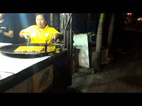 Bali fast food ~ Holland Martabak Trucks