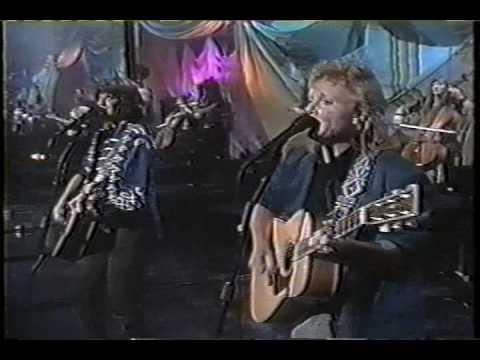 Indigo Girls - Galileo on The Tonight Show 1992