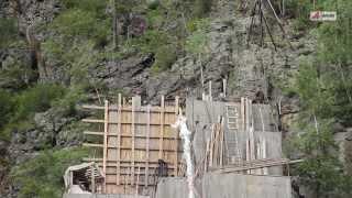 Вышли на минуту, ушли навсегда. Очевидцы об аварии на Саяно-Шушенской ГЭС(http://www.aif.ru/society/article/66042 Хакасия. Уйское кладбище. С каждым годом на могилах, тех, кто погиб во время аварии..., 2013-08-16T17:03:17.000Z)