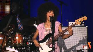 Esperanza Spalding Crowned & Kissed @Jazz_in_Marciac 2012