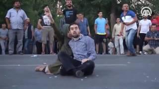 Repeat youtube video Vatandaşlar, MİT önünde kalkışmaya tepki gösterdi