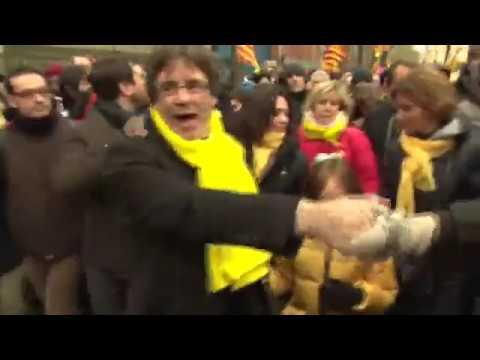 Arribada de Carles Puigdemont a l'inici de la manifestacióa Brussel•les