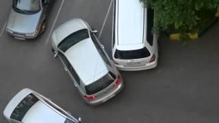 Две женщины на парковке или транспортный коллапс