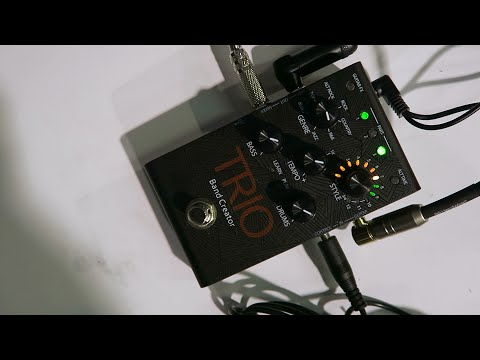 Digitech Trio Guitar Pedal Demo at Namm 2015 - Creates Backing Tracks In Real Time As You Play