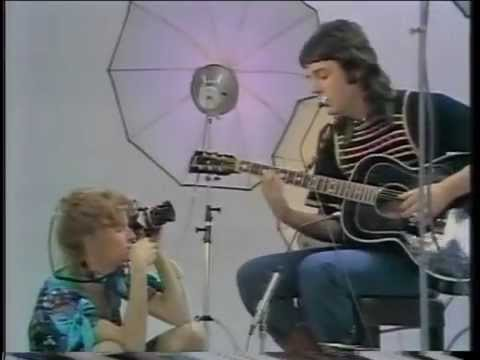 Paul & Linda McCartney  Medley: Blackbird  Bluebird  Michelle  Heart Of The Country