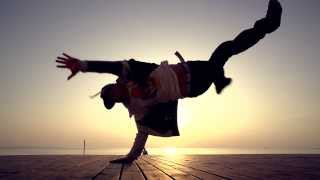 Beautiful Breakdance in Slow Motion  -  Perfect Sky