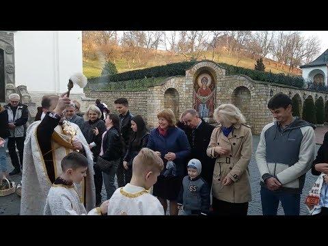 Освячення пасок (монастир св. Онуфрія)