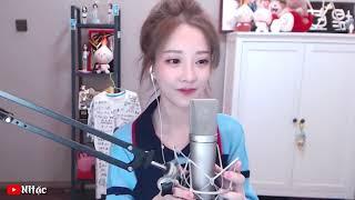 Китаянка с прикольной песенкой Мяу, Мяу