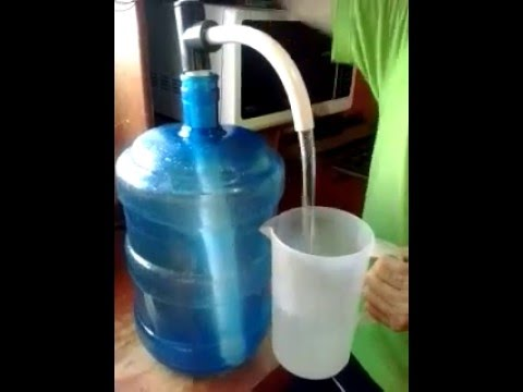 Bomba manual de trasiego para botellon de agua youtube Pulmon para bomba de agua