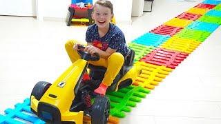 Ali Babasıyla Arabası İçin Oyuncak Çit Yolu Yaptı -Toy Fence Car Way, Funny Kids
