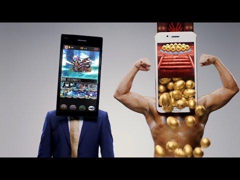 オードリー春日、ピンクベスト封印!春日から金色のガチャの卵が溢れ出す! 『ドラゴンエッグ』新TV-CM「スマホ人間オードリー ガチャ放題」篇&メイキング動画