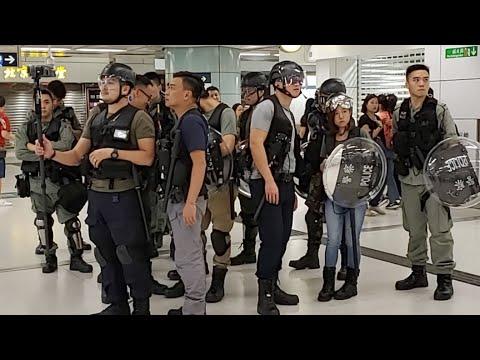 【直播】9月22日,青衣城大批防暴警察到場。