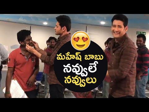 Mahesh Babu Making Hilarious Fun With Assistant Director @ Spyder Shooting Spot | TFPC