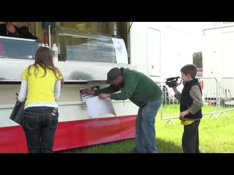 Cymdeithas Y Iaith yn cau stondin fwyd. Eisteddfod yr Urdd,2012.
