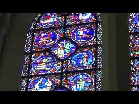フランス、シャルトル大聖堂(Cathédrale Notre-Dame de Chartres)のステンドグラス、祭壇、鐘の音