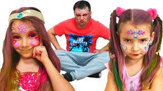 Папа и девочки делают прически и макияж для девочек