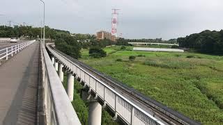 山万ユーカリが丘線 1000形 第2編成(こあら2号)『おしぼり電車ヘッドマーク付』通過