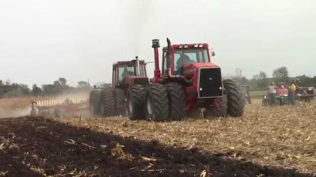 1086 Ih Plowing : Bottom ih plow at the half century of progress