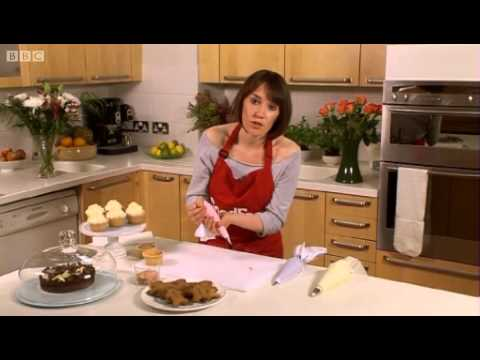 Piping techniques - BBC GoodFood.com - BBC Food