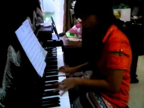 adelaine lapian with piano.3GP