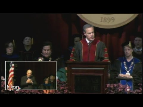 Speaker Straus delivers keynote address to Texas State graduating class