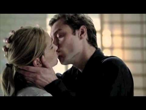 Jude Law KISSING