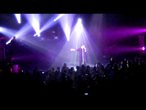Drake Live In Winnipeg - Find Your Love / Paris Morton Music (JULY.21.2010)