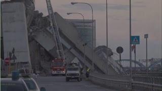 Continúa el rescate de víctimas tras el derrumbe de un puente en Génova, Italia.