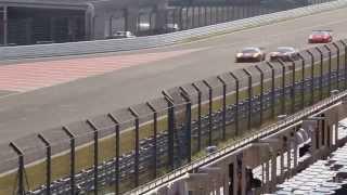 富士スピードウェイのストレートで458 GTEと458 GT3による直線バトル。...