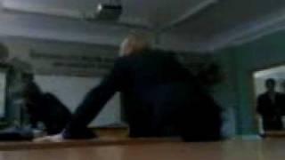 8В ждет учителя на уроке