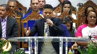 Paulo neto pregando em couro de jovens