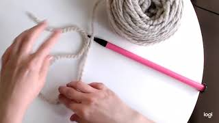 How to work a slipknot and a simple cast on to begin to knit - beginner knitting tutorial video
