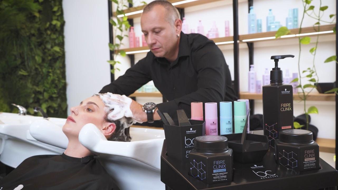Customized consultation by Richard Bodis with the new Salon Lab Analyzer and Fibre Clinix