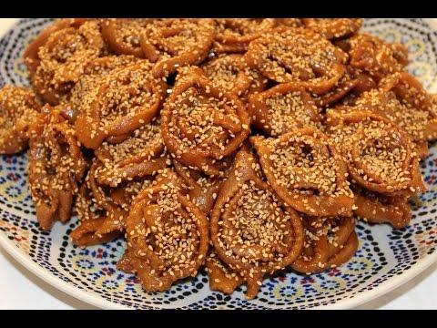 Chebbakia ou gâteaux marocains au miel et sésame , Moroccan honey cookies ,  الشباكية المغربية