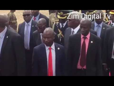 Pres Mugabe struggles to go uphill at Heroes Acre