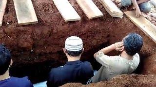 Pemakaman ibunda tercinta bersama anak yang berbakti thumbnail