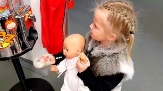 БЕБИ БОН КАТЯ НА ТАНЦАХ Эльвира танцует Покупает конфеты Как мама DOLL BABY BORN