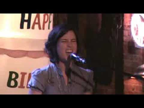 Missy Higgins singing Warm Whispers (with an amazing ending!) in Louisville KY