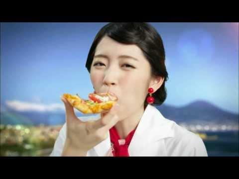 鈴木愛理 ピザーラ CM スチル画像。CM動画を再生できます。