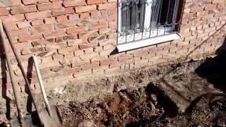 Треснул фундамент, кончилось канализацией)))(Выявилась трещина. на ленте фундамента. она проявилась на готовой отделке, начали копать. и выплыли другие..., 2014-11-03T18:22:06.000Z)